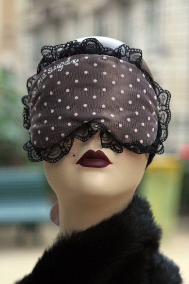 1024px-Handmade_sleepmasks_eyemasks_Paris,_France